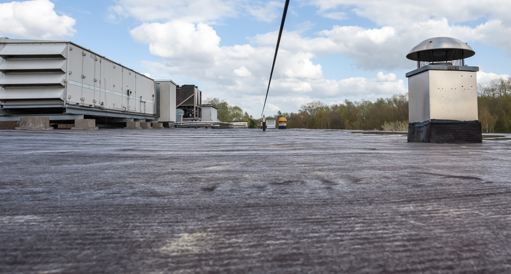 Why Commercial Property Owners Prefer Flat Rubber Roofs Flynn