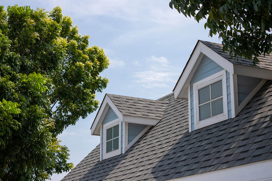Roof shingles with garret house